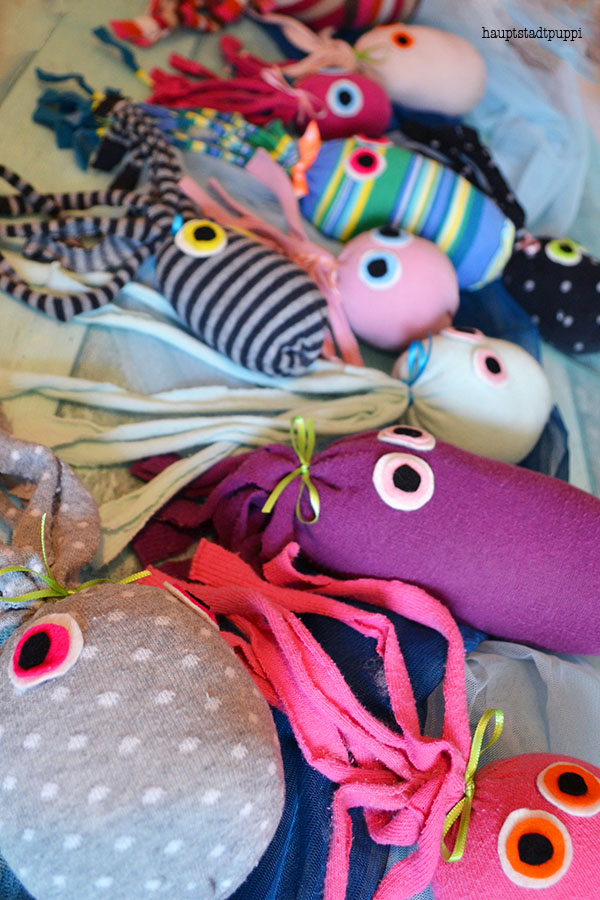 bunte Oktopoden aus Socken retten das Riff in Australien - hauptstadtpuppi