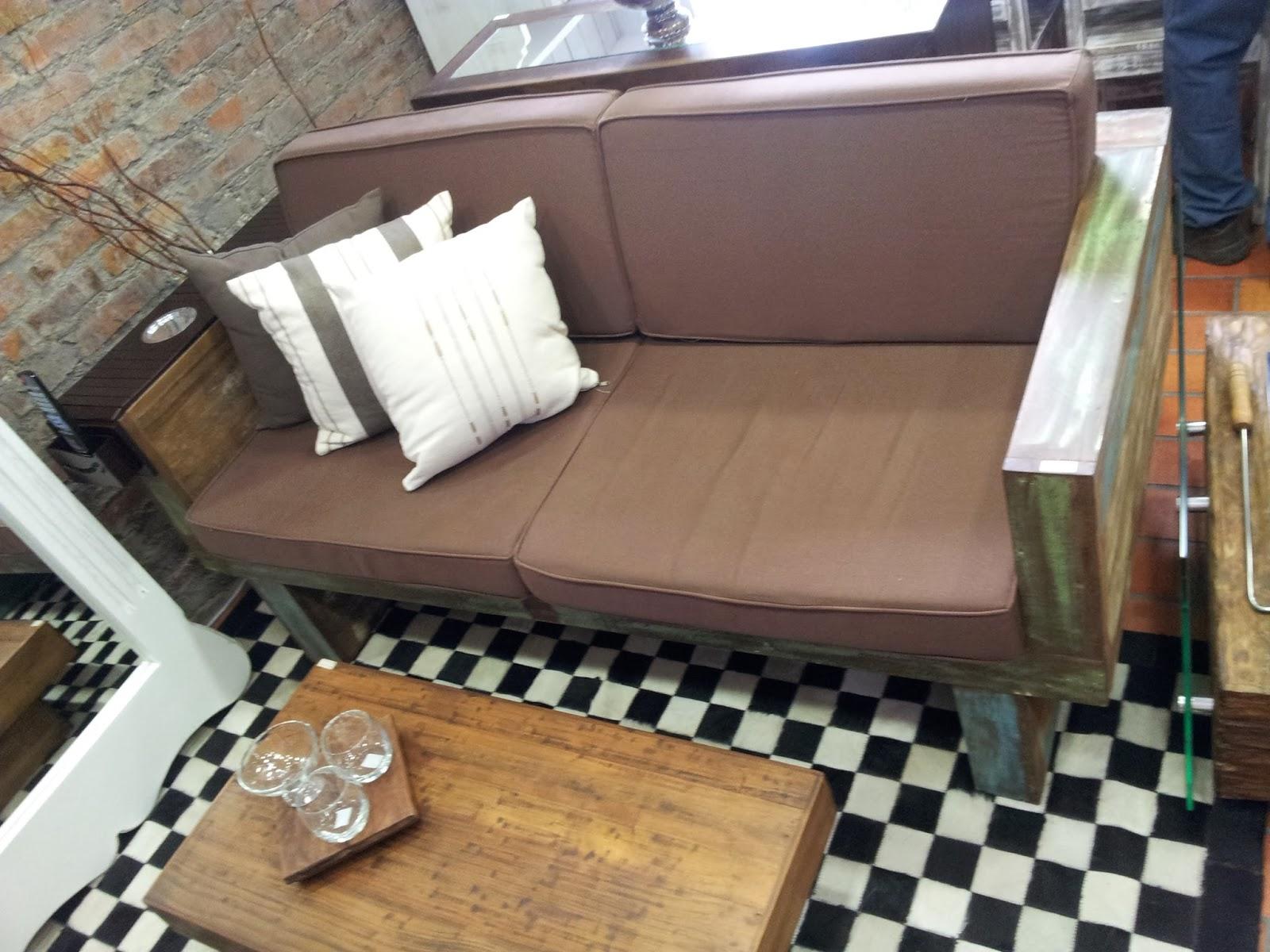 Marcio Pisoni: Sofás feitos com madeira de demolição #90663B 1600x1200