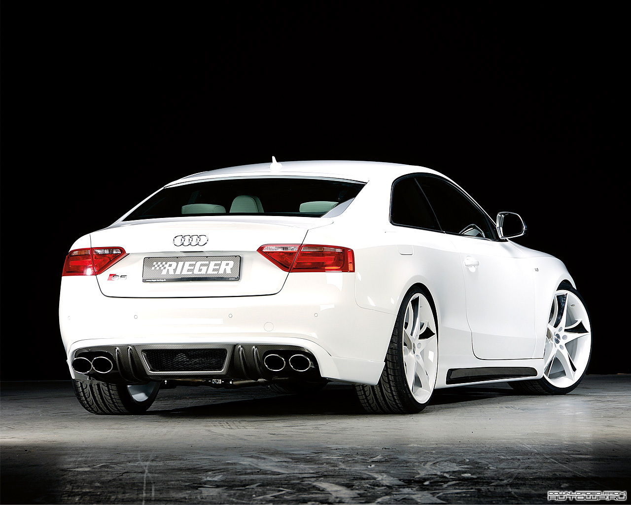 Hd-Car wallpapers: white audi s5 wallpaper