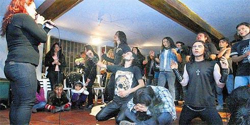 ... Metal celebran los cultos a Dios, en Iglesia Evangélica de Bogotá