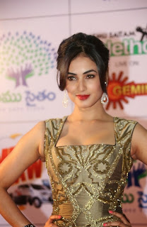Actress Sonal Chauhan Latest Pictures at Memu Saitam Dinner with Stars Red Carpet 44