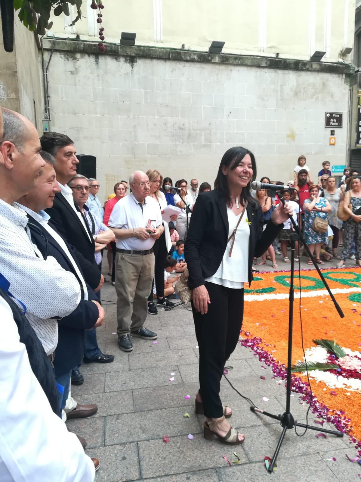 La directora general de cultura popular, visita els actes
