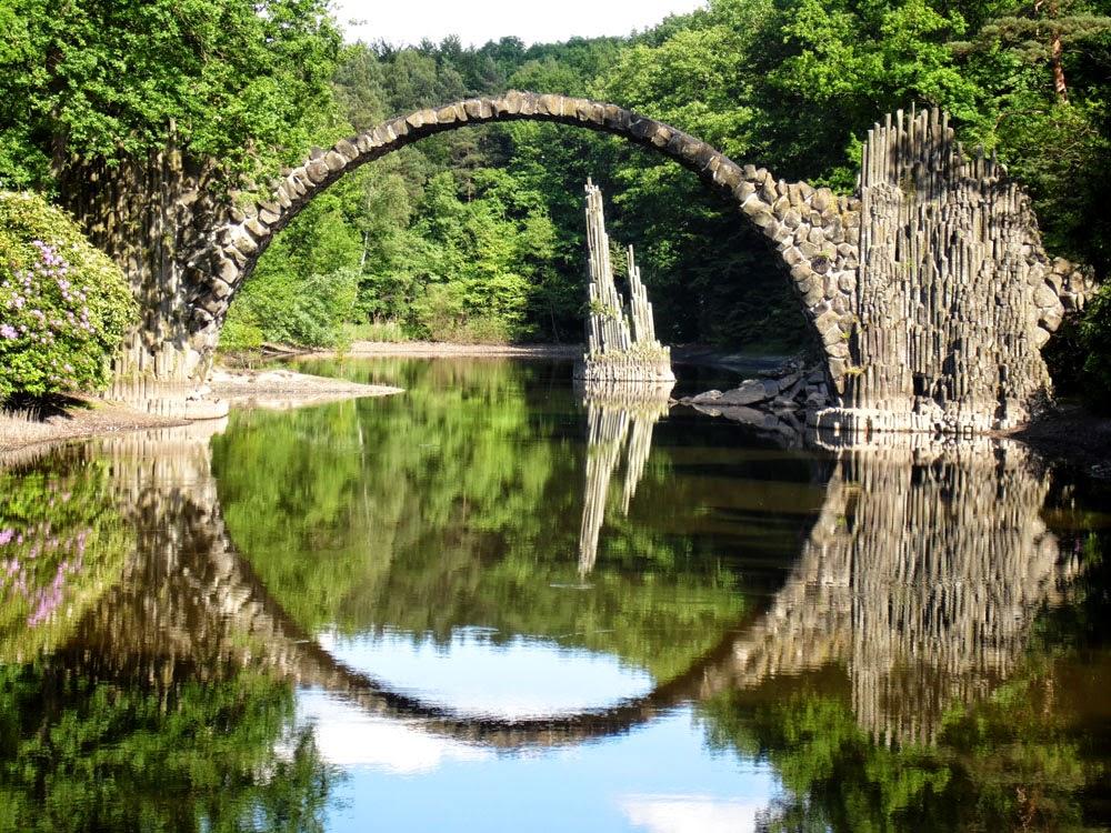 Die Rakotsbrücke im Park vom Kromlau