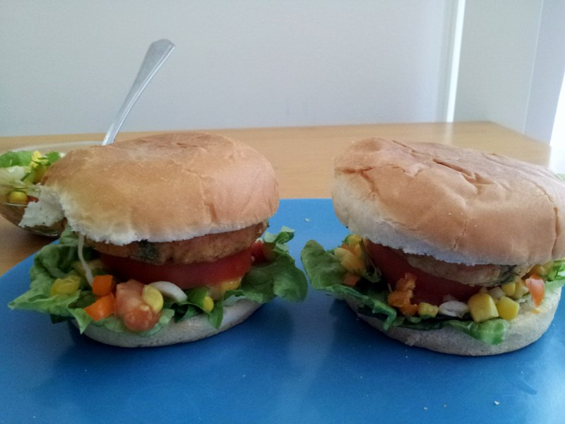 Veggie Burger with Mango - Sweetpepper Salsa