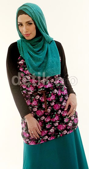 Photo Photo Ussy Sulistiawaty Memakai Hijab