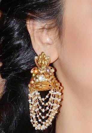 sruthi hasan earrings