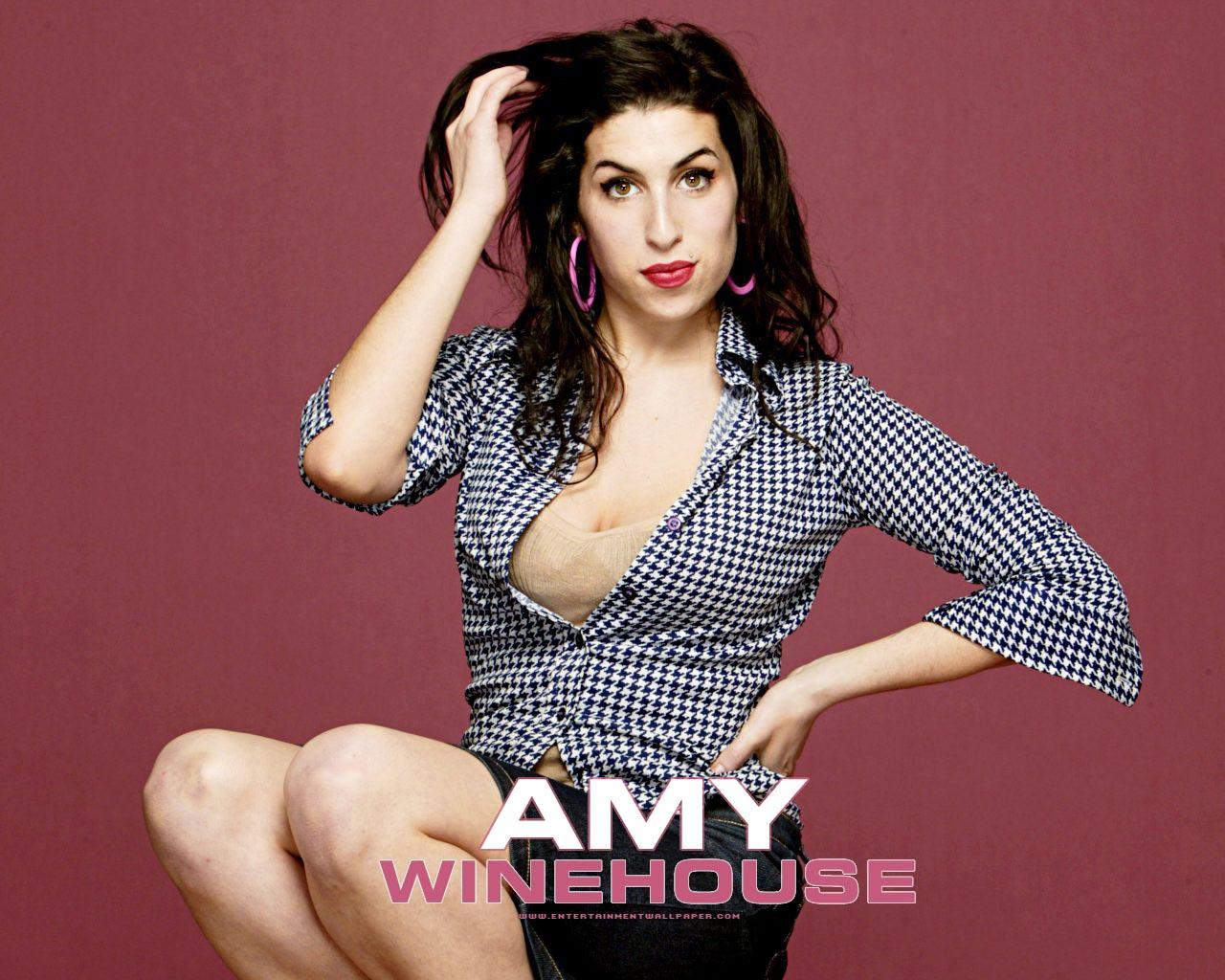 http://1.bp.blogspot.com/-091C59ZQZF0/TitFnSE-buI/AAAAAAAAU0g/ztRv-K4vTyU/s1600/amy_winehouse09.jpg