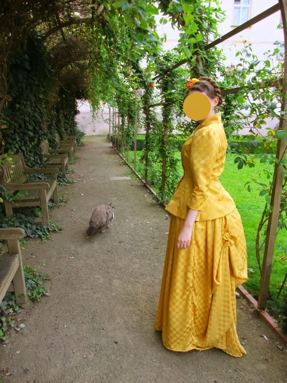 colour coordination, single colour, style lesson, victorian, costume, yellow
