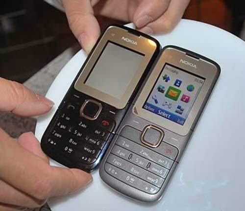 Bán điện thoại nokia c2 00 cũ giá rẻ tại Hà Nội, ĐT nokia c2 hỗ trợ 2 sim 2 sóng tiện lợi, thuộc phân khúc điện thoại 2 sim giá rẻ nhưng đầy đủ chức năng giải trí cơ bản như vào mạng, chụp ảnh, quay video, nghe radio fm, hỗ trợ thẻ nhớ microSD 32g... Máy đã kiểm tra cẩn thận mọi chức năng hoạt động tốt, sóng mạnh, loa mic chuẩn to rõ, hình thức như ảnh chụp.  Giá: 350.000 (Máy, pin) Liên hệ: 0904.691.851