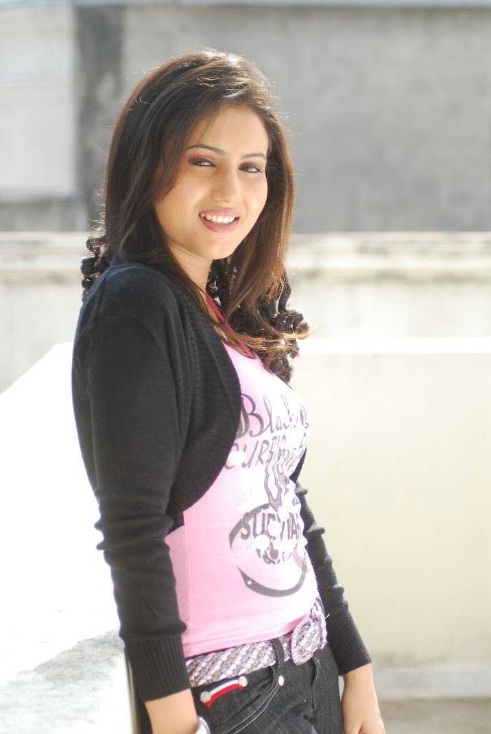 Anu Smirthi Latest Pics