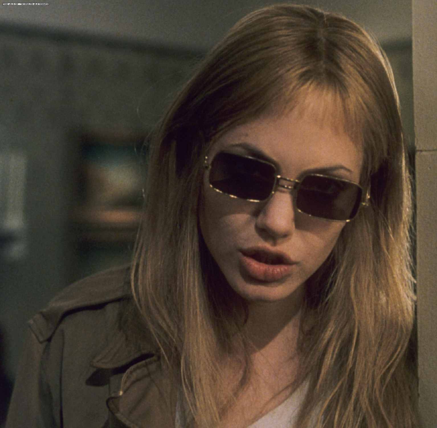 http://1.bp.blogspot.com/-09bI9Fz5yhE/T42KeZlejyI/AAAAAAAABHI/Mz_ZvBFhlCQ/s1600/Girl-Interrupted-Movie-Still-girl-interrupted-16264626-1534-1500.jpg