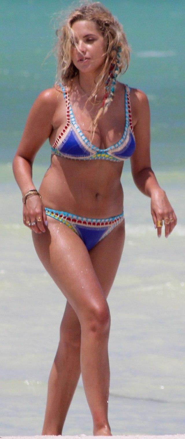 Ashley Benson en bikini