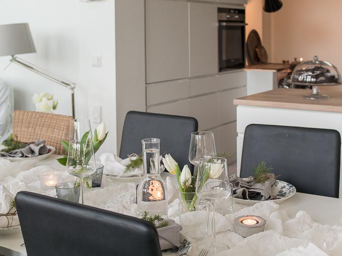 rento joulukattaus, kvik keittiö, valkoinen vetimetön keittiö, kvik mano, joulupöytä
