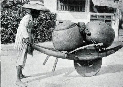 Người Việt 100 năm trước mưu sinh bằng nghề gì?