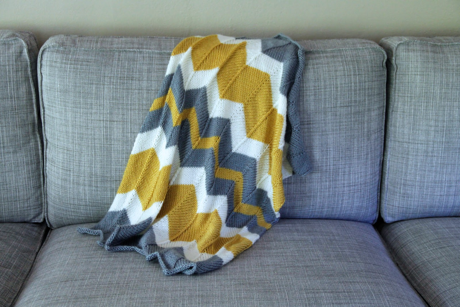 Bark and Purl: Chevron baby blanket