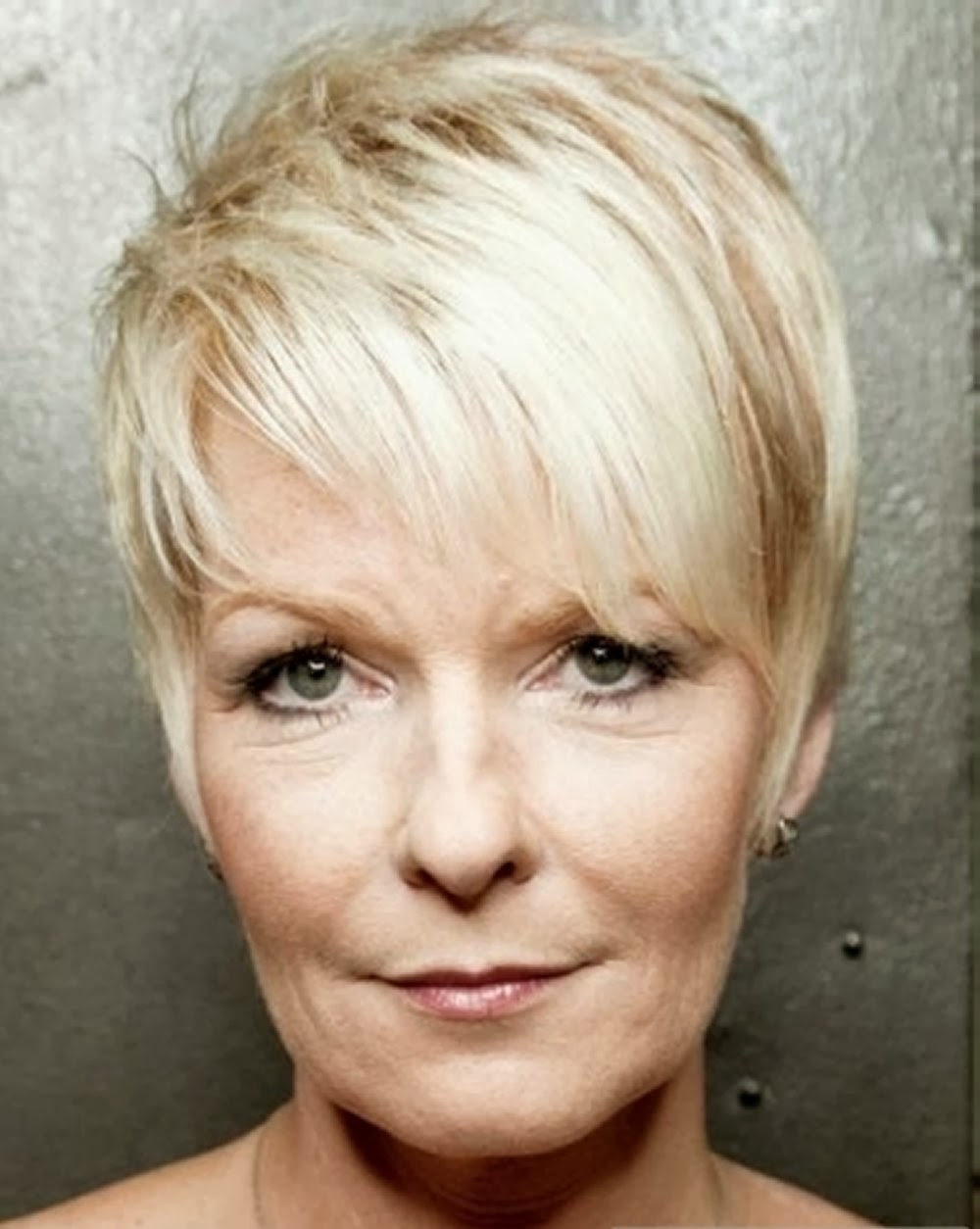 photos of short hair styles for mature women