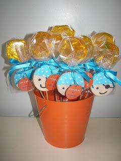 Πορτοκαλί lillipops με μπισκοτάκι πειρατή