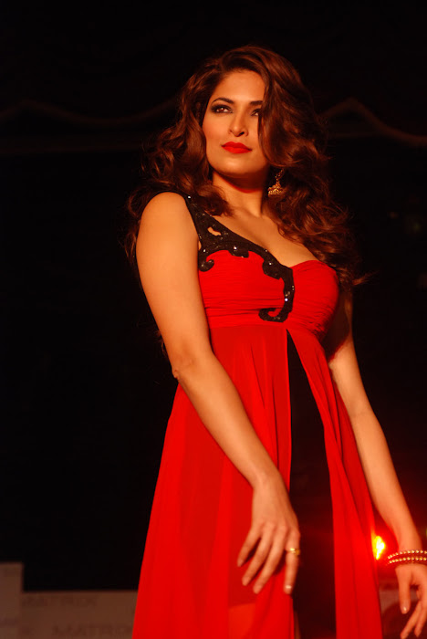 parvathy omanakuttan at matrix fashion hot images
