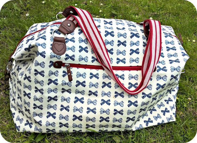 Pink Lining Navy Bows on Cream Holdall Blog Review