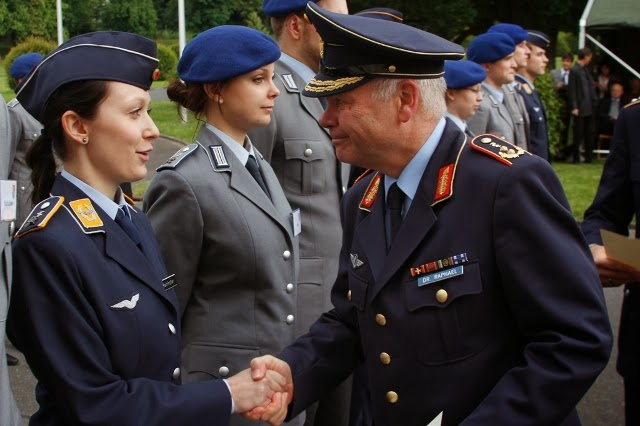 Uniformfan - pictures of women in uniform: German Bundeswehr woman ... | {Arzt bundeswehr 67}