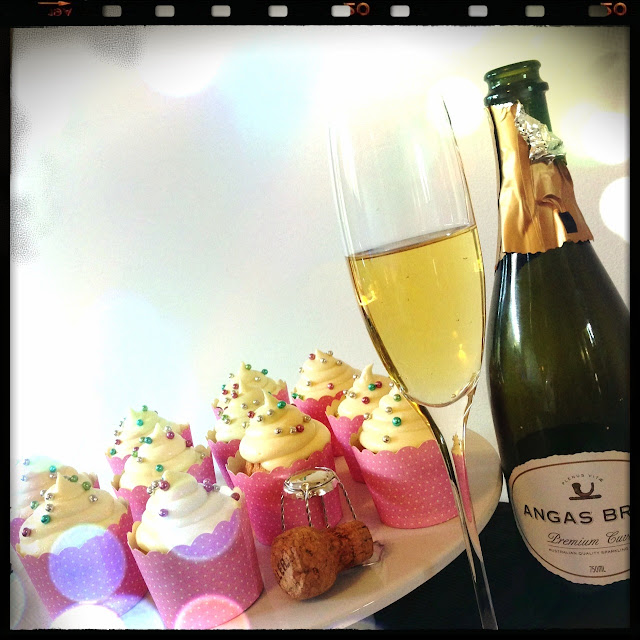 champagne darling? CHAMPAGNE CUPCAKES >> STARTS WITH CUPCAKES