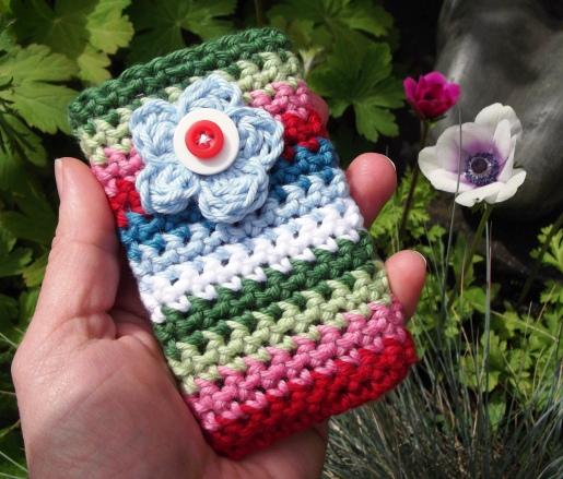 JuliaCrossland: Garden Flower Crocheted Mobile Phone Pocket