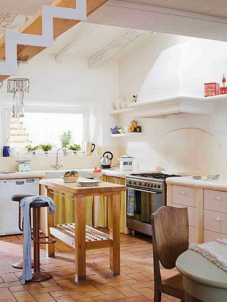 Rustykalna kuchnia, drewniana wyspa,