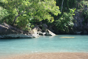 Jernihnya air sungai bawah tanah di pantai baron Gunungkidul