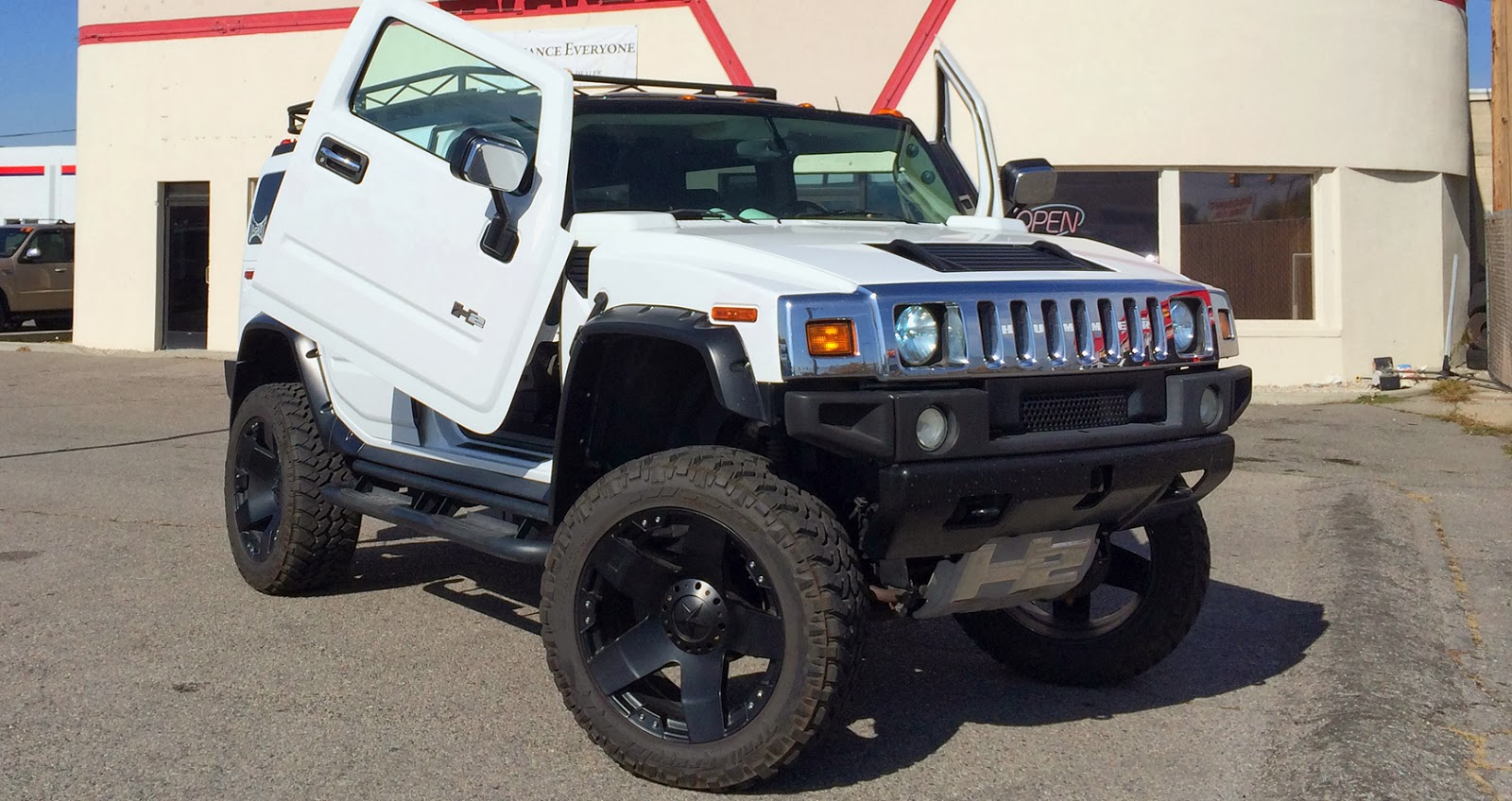 Customized Hummer H2 with Lambo Doors & On the Road With Zoom: Customized Hummer H2 with Lambo Doors