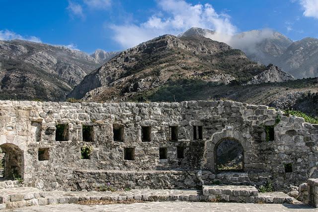 Podróż do Czarnogóry - Stary Bar