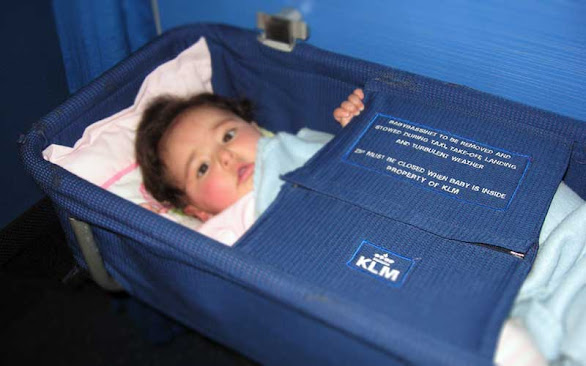 özellikle uzun uçuşlarda bebek yatağı hizmeti hayat kurtarıcı