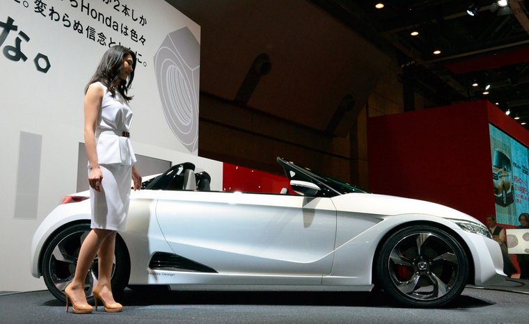 Sri Lankan hot actress and model Yureni Noshika's new car Honda S660 in Japan