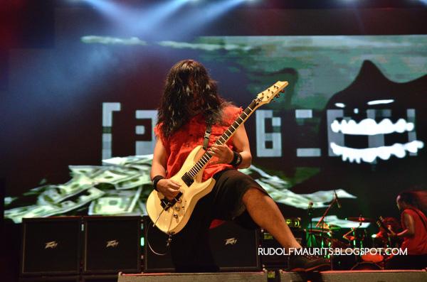 Agung gitaris Burgerkill tampil di Bandung Berisik 2013