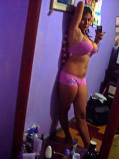 可爱的女孩 - Cute Latina Girl showing off nice tits on cam.