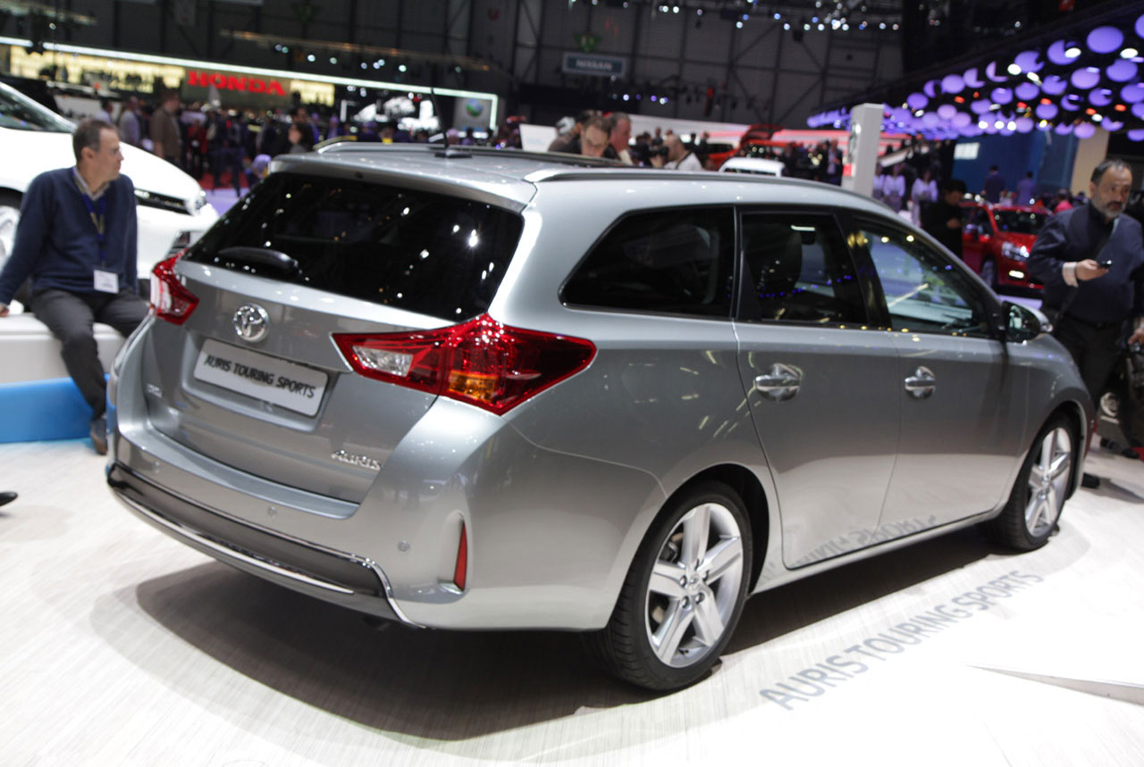 autoblog toyota auris touring sports is a handsome prius v alternative. Black Bedroom Furniture Sets. Home Design Ideas