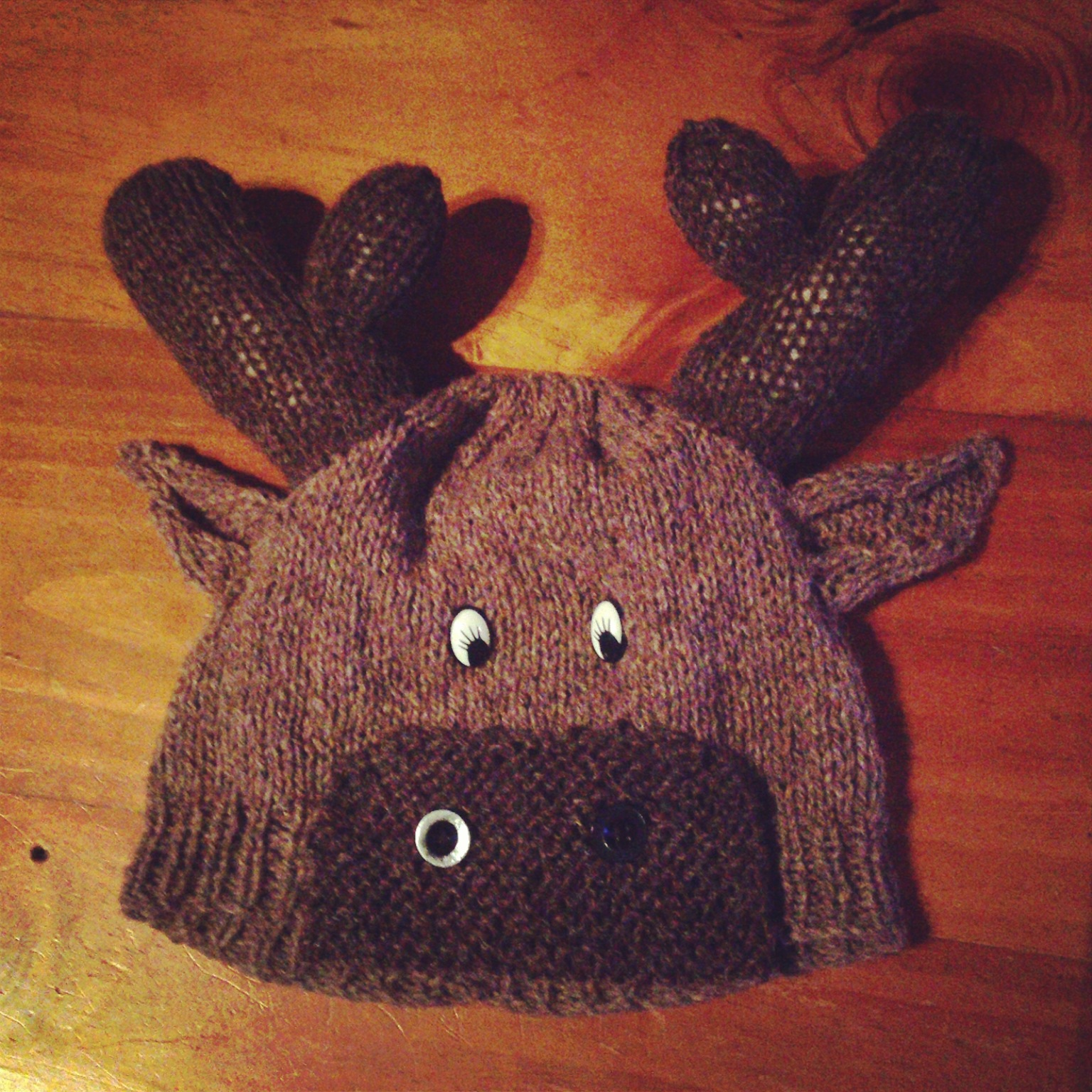 Moose Knitting Pattern : At Home with the Lunchbox Guru: Moose Beanie Pattern