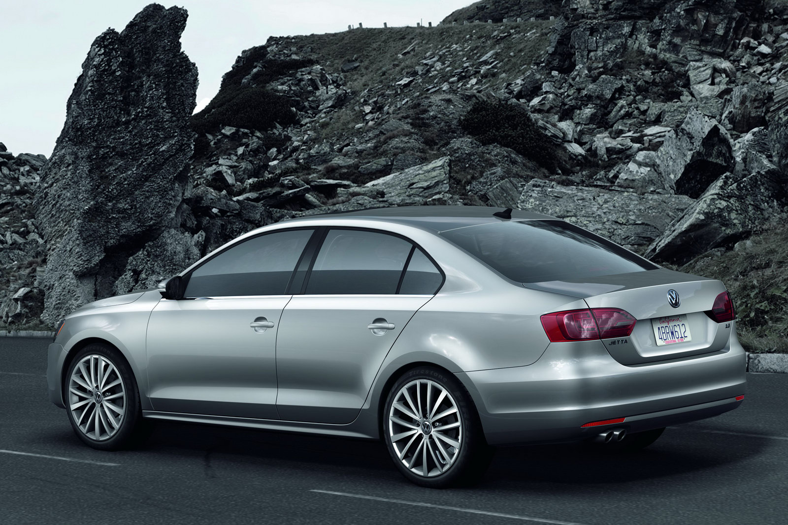 New Volkswagen Jetta To Launch On 17 August 2011 Car Dunia Car News Car Reviews Car