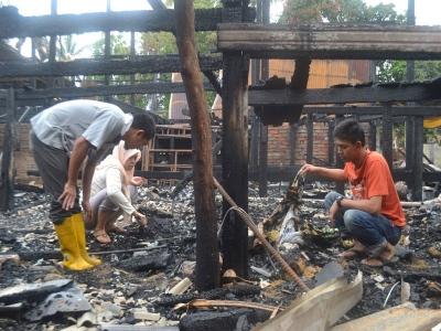 Terbakar kampung nampak asap di Marang