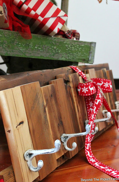 Christmas ideas, gift, coat hook, reclaimed wood, DIY, Minwax, cabin decor, stcoking hanger, http://bec4-beyondthepicketfence.blogspot.com/2015/12/12-days-of-christmas-day-12-last-minute.html
