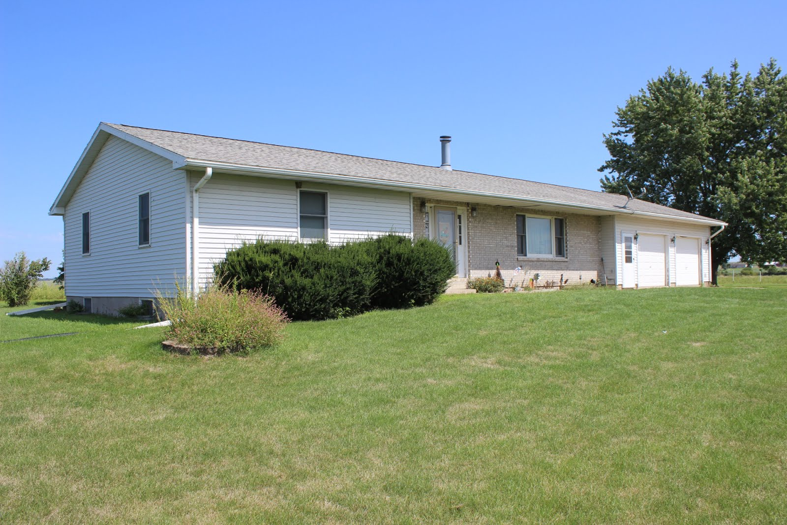 3596 Highway 136, Goose Lake, IA $264,900 PENDING