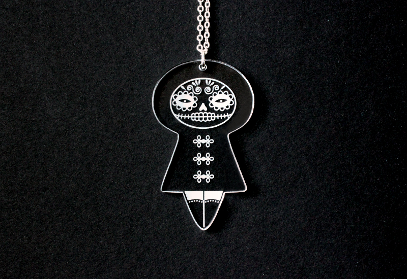 Pendentif Muertecita en Plexiglas® monté sur chaine argentée