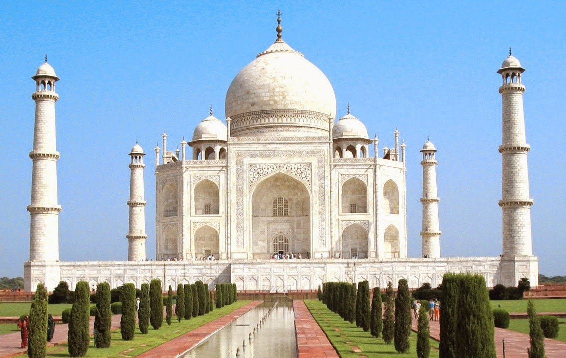 the beauty of taj mahal and the process of its building At its center is the taj mahal itself ordered the building of a magnificent mausoleum across the yamuna river from his own royal palace at agra.