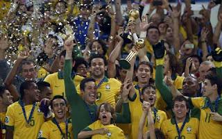"<img src=""http://1.bp.blogspot.com/-0DbAxRmAQg4/UdEFA3B17NI/AAAAAAAAAvU/EPTP0ak56Uk/s480/Brasil+vs+Spanyol.jpg"" alt=""Brasil Juara Piala Konfederasi FIFA 2013""/>"