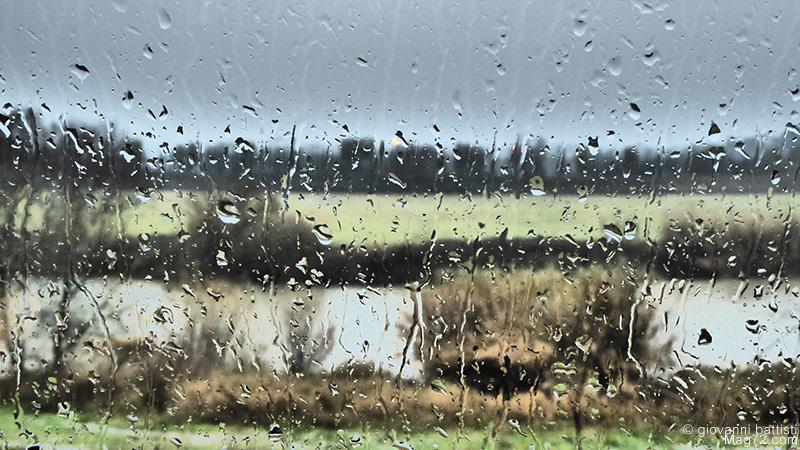 Panasonic TZ70, foto di esempio. Pioggia sul finestrino
