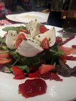 Ensalada mozzarella bufala  y tomate confitado
