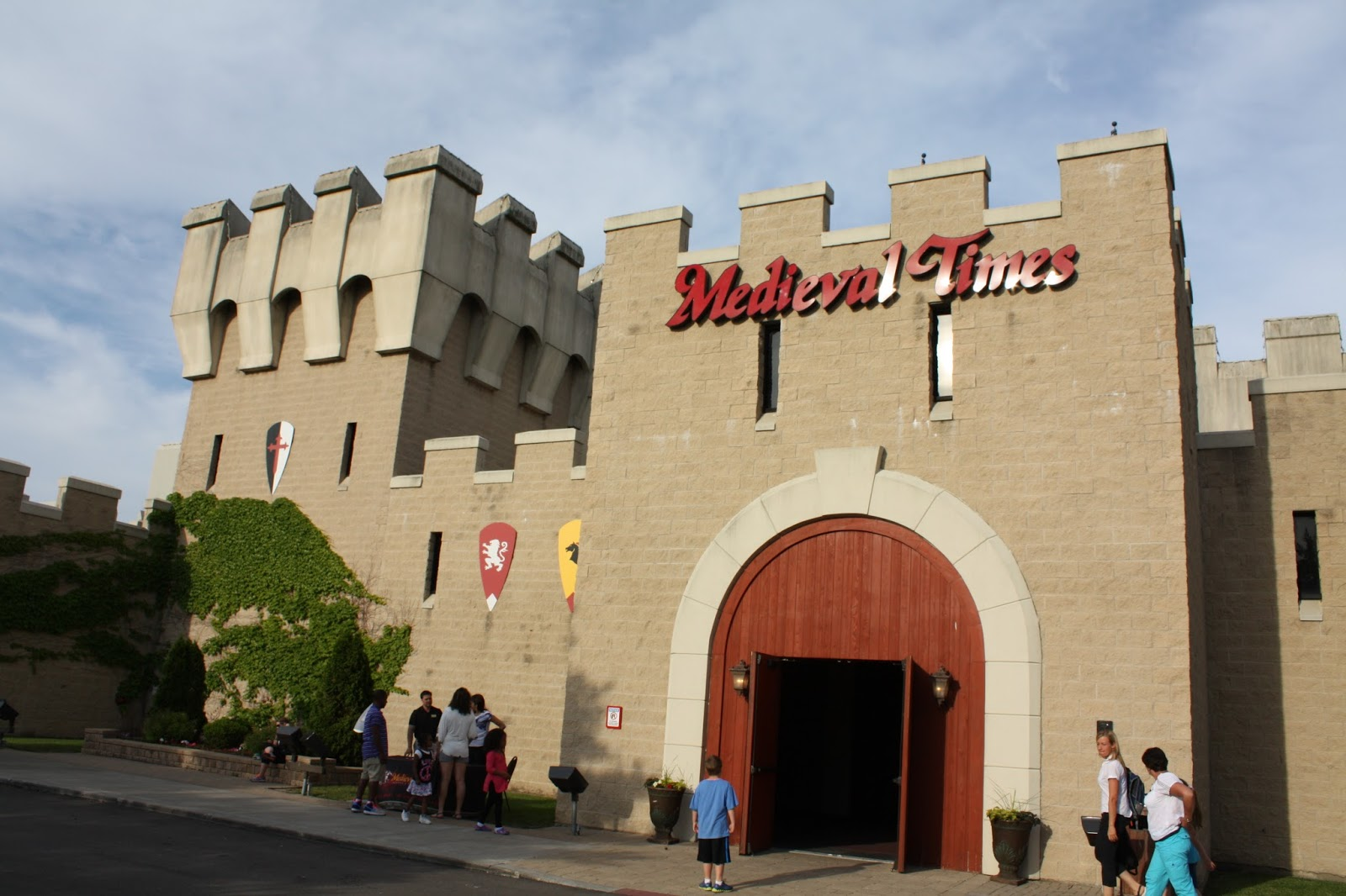 Head to the wonderful city of Schaumburg, IL to check out Medieval Times Chicago. This captivating show is great for guests of all ages, taking them to see what it's like to live in the days of castles, jousting, knights, and more/5.