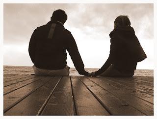 عندما المس يداكٍ الجميلة وانا جالس معكٍ