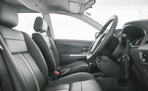 Desain interior dan dashboard Avanza pun juga sangat sederhana tanpa