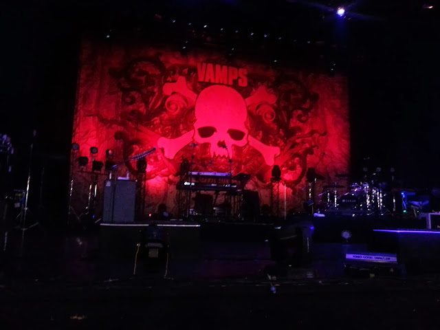 vamps-concert-stage-vampire-olympia-paris-france