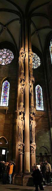 A 'coluna dos anjos'.